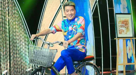 Mr. Dam dap xe trong dem nhac tuong nho nhac si Thanh Tung hinh anh