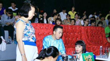 Tran Thanh duoc me cham soc o truong quay hinh anh