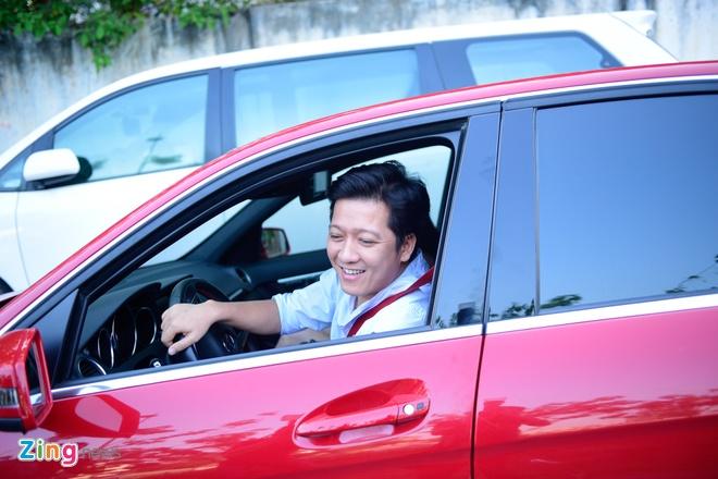 Truong Giang lai xe dua Nha Phuong du su kien hinh anh 1