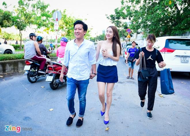 Truong Giang lai xe dua Nha Phuong du su kien hinh anh 3