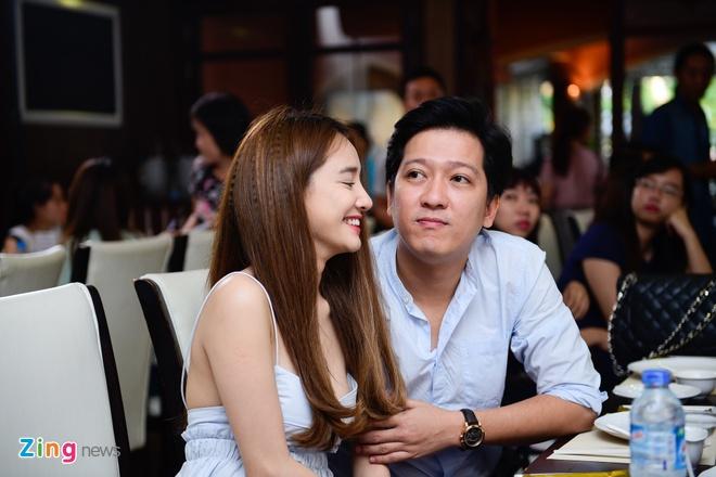 Truong Giang lai xe dua Nha Phuong du su kien hinh anh 4