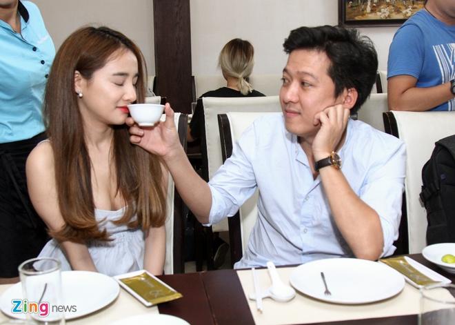Truong Giang lai xe dua Nha Phuong du su kien hinh anh 5