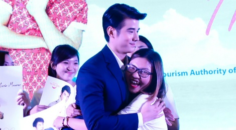 Fan Viet sung suong duoc Mario Maurer om hinh anh