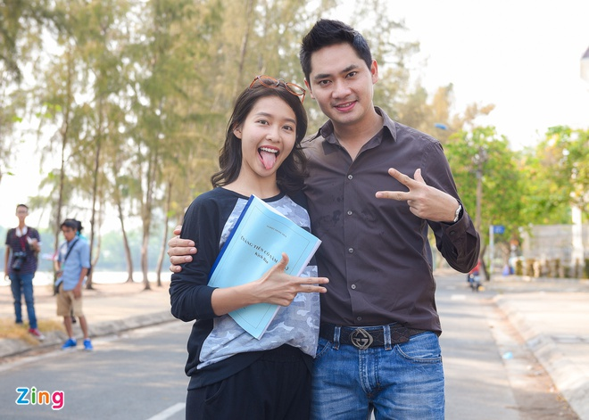 Hoai Linh than thiet voi hot girl Kha Ngan tren truong quay hinh anh 8
