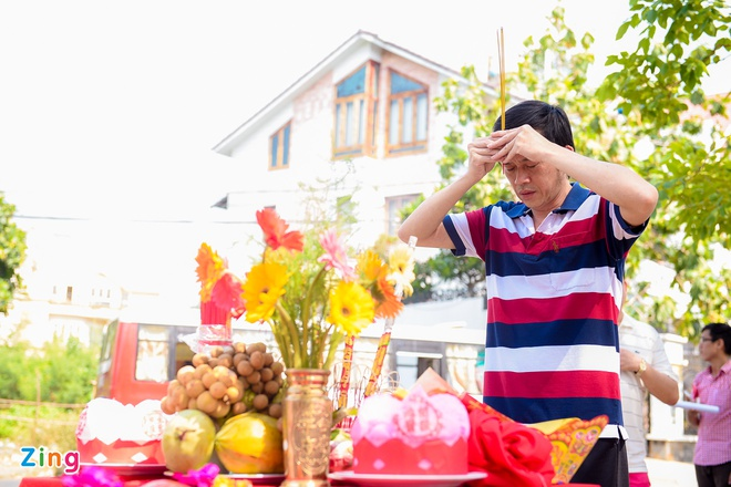 Hoai Linh than thiet voi hot girl Kha Ngan tren truong quay hinh anh 3