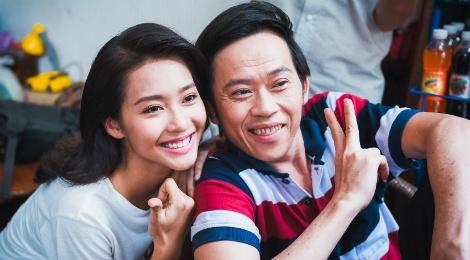 Hoai Linh than thiet voi hot girl Kha Ngan tren truong quay hinh anh