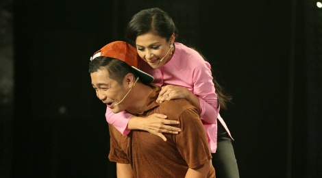 Ly Hung cong Viet Trinh quanh san khau vi thua cuoc hinh anh