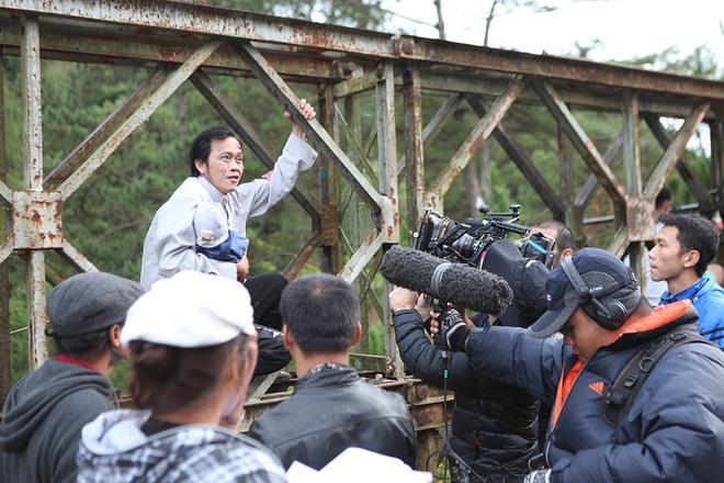 Hoai Linh bi treo lung lang trong phim kinh di hinh anh 1