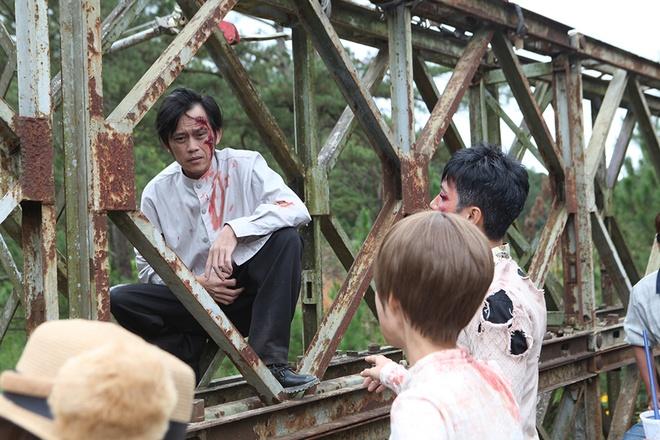 Hoai Linh bi treo lung lang trong phim kinh di hinh anh 4