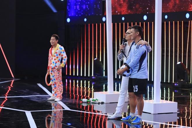 Tran Thanh be bang vi bi tay chay dong loat o show Song dau hinh anh 3