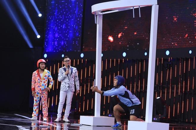 Tran Thanh be bang vi bi tay chay dong loat o show Song dau hinh anh 5