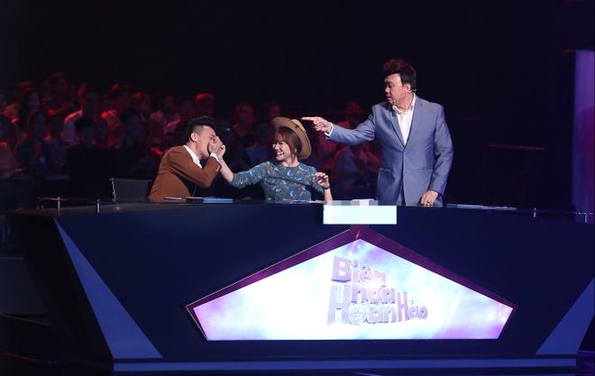 Hari Won cham soc Tran Thanh trong hau truong game show hinh anh 4
