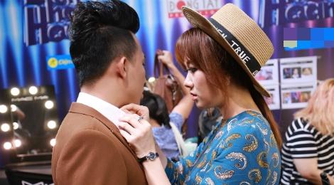 Hari Won cham soc Tran Thanh trong hau truong game show hinh anh