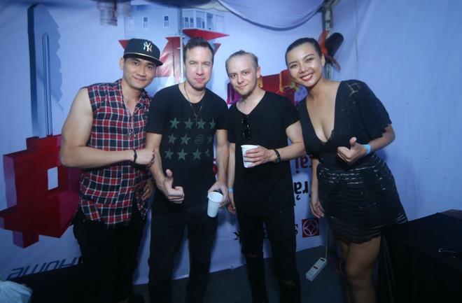 Hoang Yen, Lai Thanh Huong choi nhac ben 'phu thuy DJ' hinh anh 5