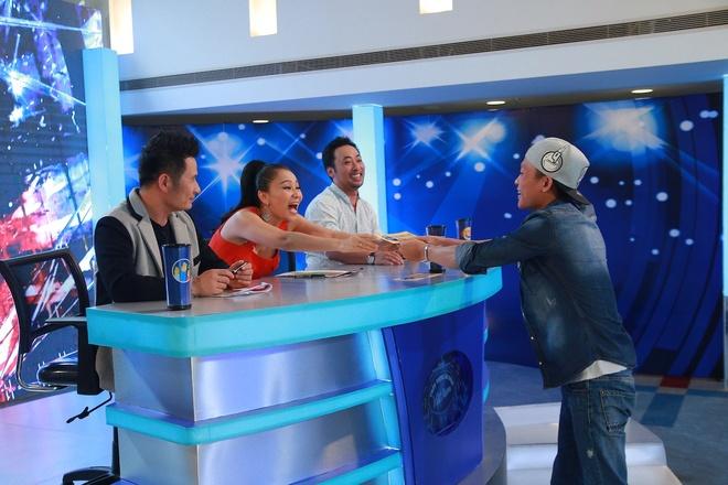 Hot boy, hot girl chua thoa man giam khao Vietnam Idol hinh anh 11