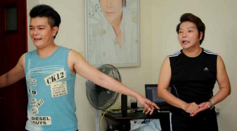 Con trai nghe si Linh Tam – Cam Thu tung bo nha di bui hinh anh
