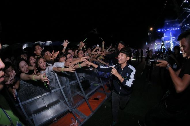Son Tung M-TP khuay dong 15.000 khan gia hinh anh 1