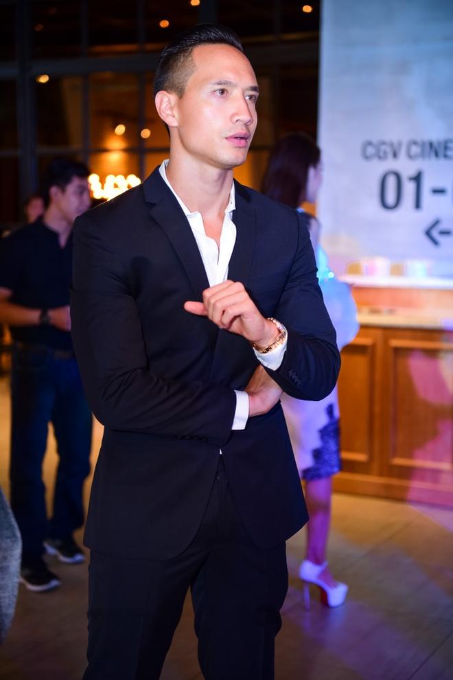 Sao Viet hao huc xem phim 'Soi, hoi ket' cua Song Joong Ki hinh anh 1
