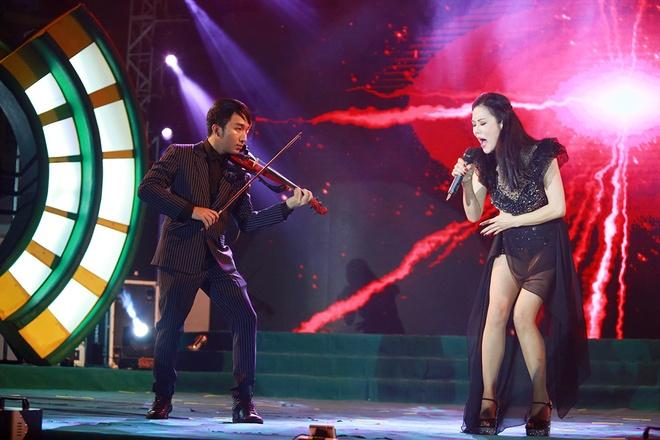Son Tung ngoi bet xuong san khau song ca voi Thu Phuong hinh anh 1