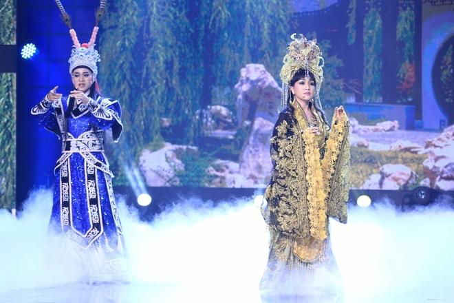 Tran Thanh lai khoc nuc no tren ghe nong game show hinh anh 1