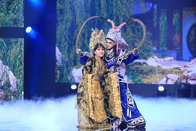 Tran Thanh lai khoc nuc no tren ghe nong game show hinh anh 2