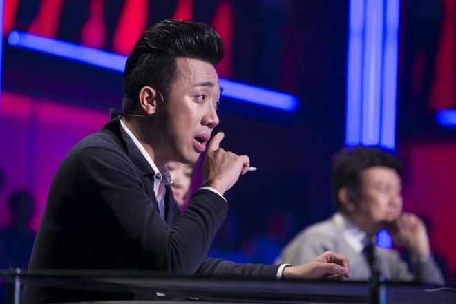 Tran Thanh lai khoc nuc no tren ghe nong game show hinh anh 3