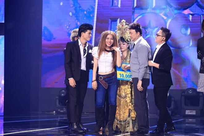 Tran Thanh lai khoc nuc no tren ghe nong game show hinh anh 11