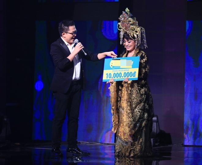 Tran Thanh lai khoc nuc no tren ghe nong game show hinh anh 4