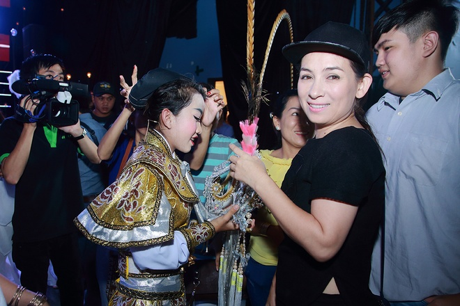 Phi Nhung tap nhac cho con gai nuoi hat tuong co hinh anh 3