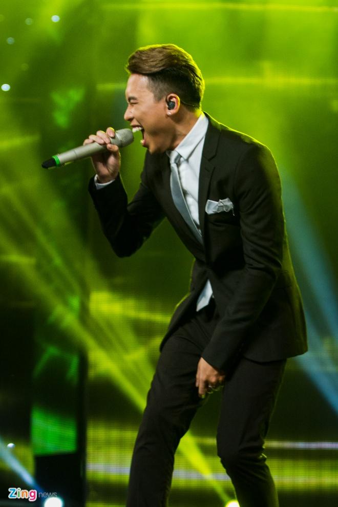 Bang Kieu che thi sinh Vietnam Idol hat tieng Anh ngo nghe hinh anh 2