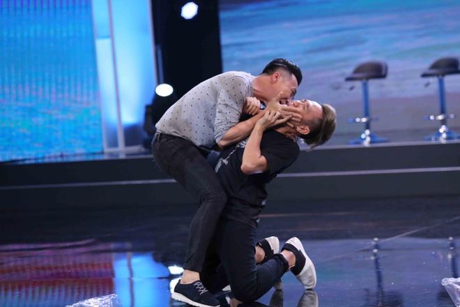 Thanh Duy Idol bi Tran Thanh 'danh' toi boi trong game show hinh anh 5