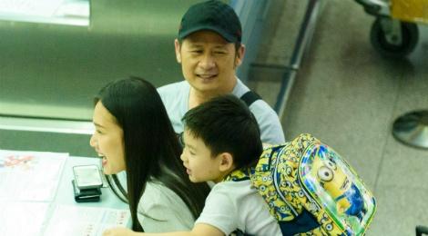 Bang Kieu - Duong My Linh dua 3 con trai ve My luc nua dem hinh anh