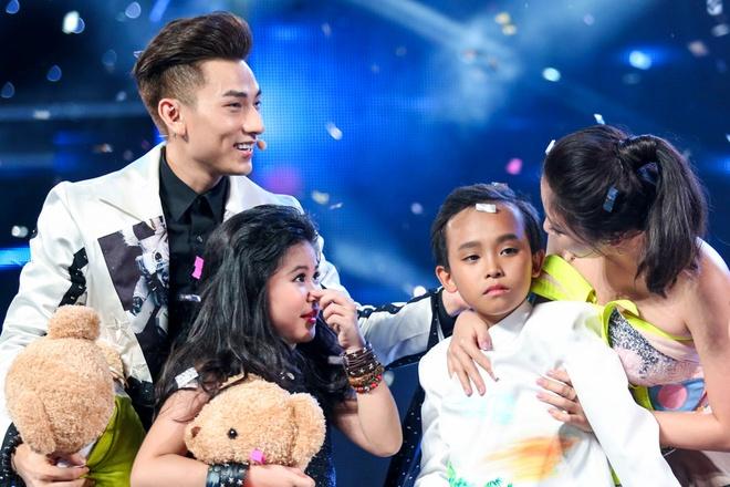 Me Ho Van Cuong nac nghen khi con trai tro thanh quan quan hinh anh