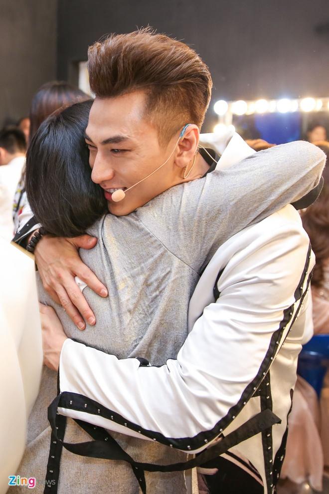 Ba me Ho Van Cuong len Sai Gon co vu con trai thi hat hinh anh 7