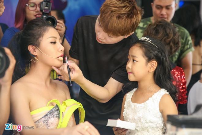 Ba me Ho Van Cuong len Sai Gon co vu con trai thi hat hinh anh 10