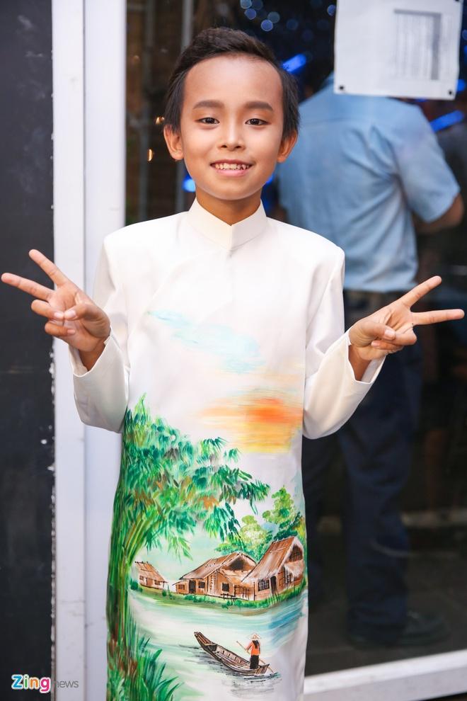 Ba me Ho Van Cuong len Sai Gon co vu con trai thi hat hinh anh 3