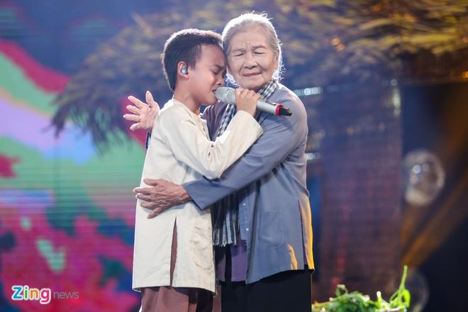 Me Ho Van Cuong nac nghen khi con trai tro thanh quan quan hinh anh 10