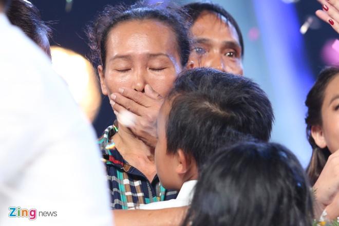 Me Ho Van Cuong nac nghen khi con trai tro thanh quan quan hinh anh 5
