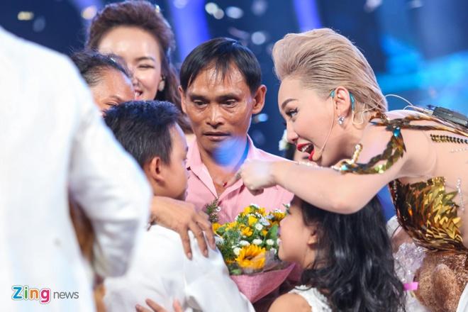 Me Ho Van Cuong nac nghen khi con trai tro thanh quan quan hinh anh 6