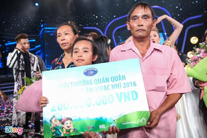 Me Ho Van Cuong nac nghen khi con trai tro thanh quan quan hinh anh 7
