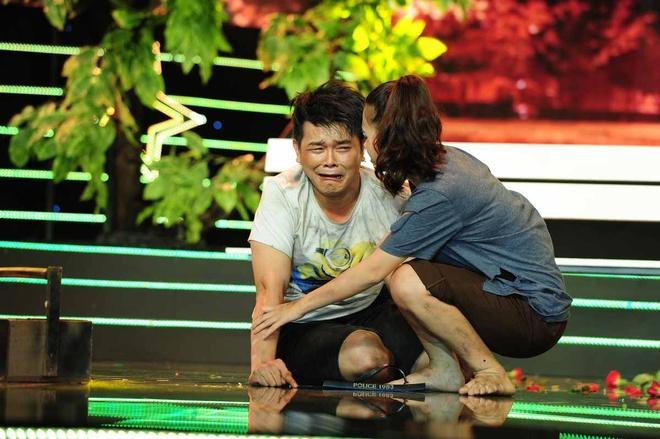 Giam khao roi ghe nong, len san khau vi con trai Linh Tam hinh anh 3