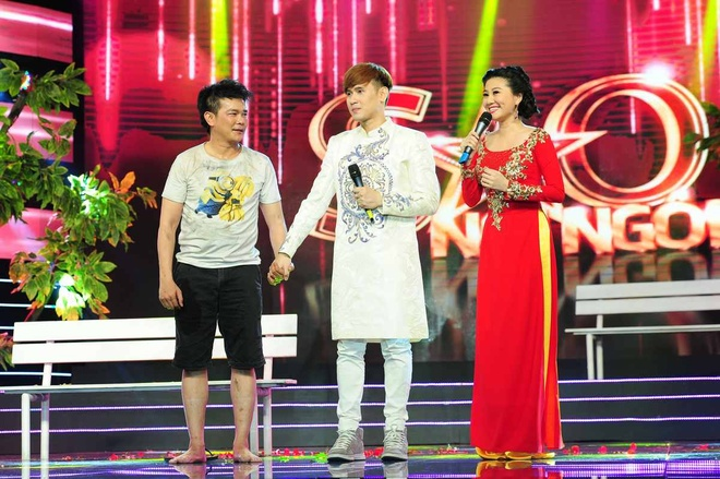 Giam khao roi ghe nong, len san khau vi con trai Linh Tam hinh anh 6