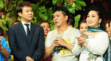 Giam khao roi ghe nong, len san khau vi con trai Linh Tam hinh anh