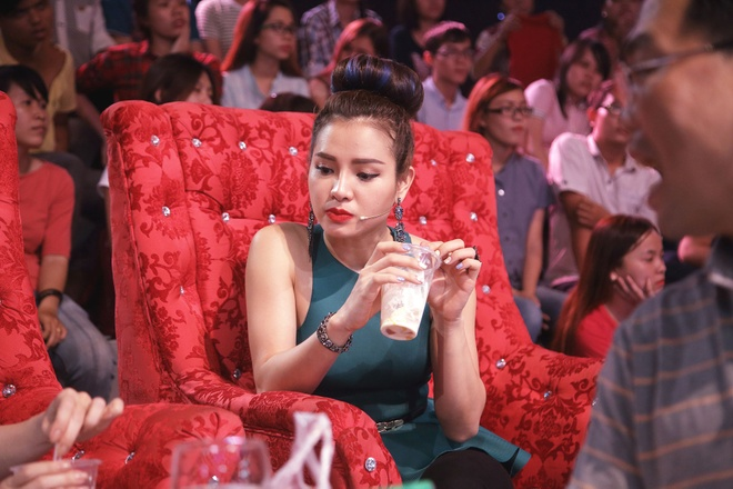 Tran Thanh che Viet Huong xai tui xach re tien hinh anh 10