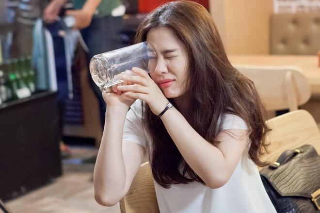 Sao 'Giay thuy tinh' Kim Hyun Joo bi cha kien trong phim moi hinh anh 2