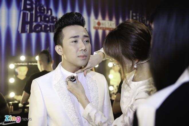 Hari Won cham soc Tran Thanh bi benh o hau truong hinh anh 2