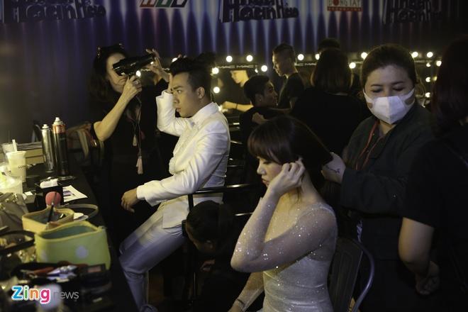 Hari Won cham soc Tran Thanh bi benh o hau truong hinh anh 1
