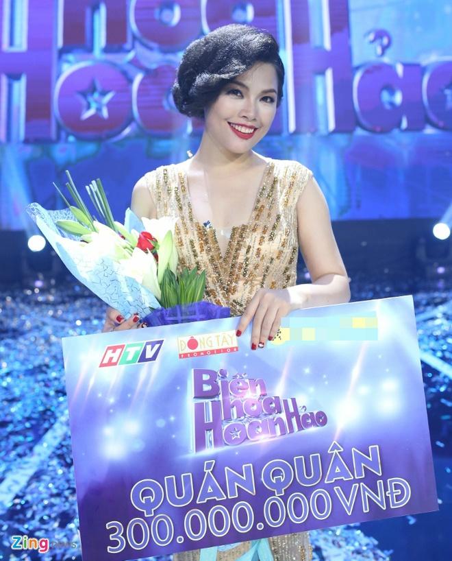 Tran Thanh hon Hari Won trong luc thi sinh nhan giai thuong hinh anh 6