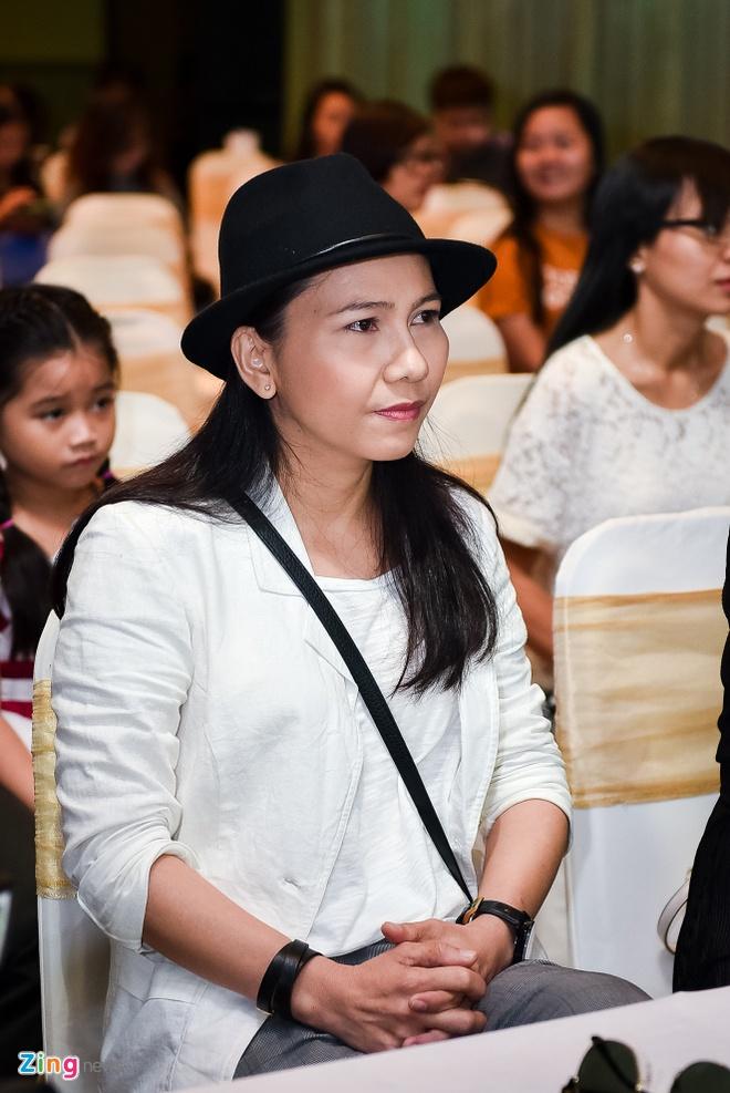 MC Quynh Chi mac ho henh khi ra mat gameshow hinh anh 11
