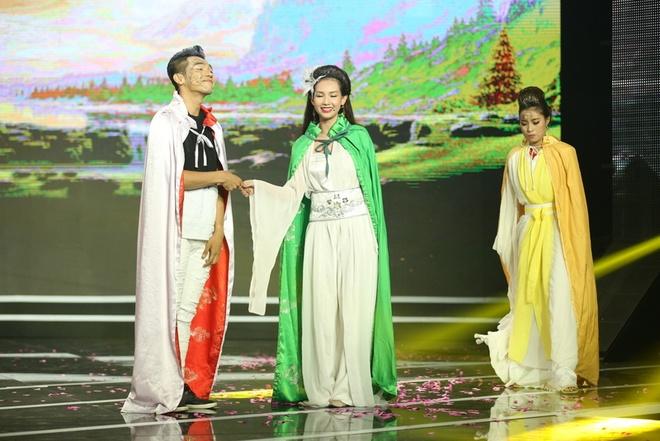 MC Phan Anh boi roi truoc nhan sac Quynh Chi hinh anh 2